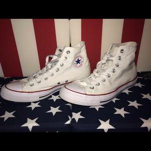 Mens size 9 Converse